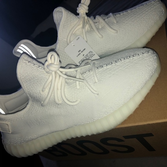 new arrival b557d ecd18 Yeezy Boost 350 V2 - Triple White NWT